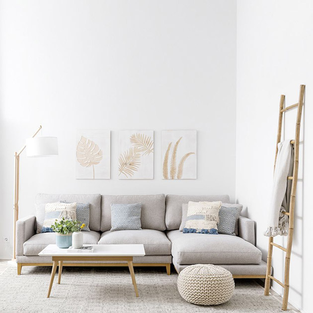 A gray sofa that combines pillows in neutral and blue tones