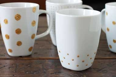 how_decorate_and_paint_cups_by_hand_gold_dots