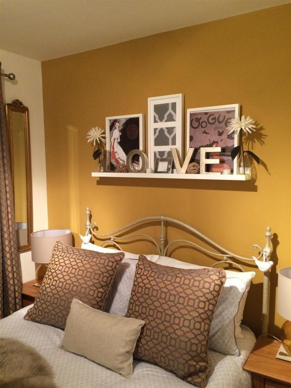 Colors that combine with mustard on the walls and decoration