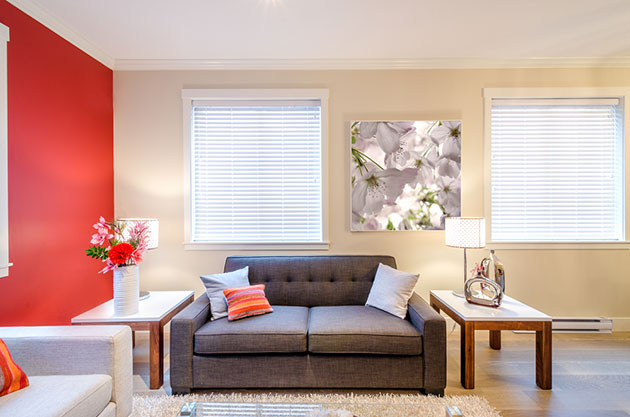 Living room decorated in white and red
