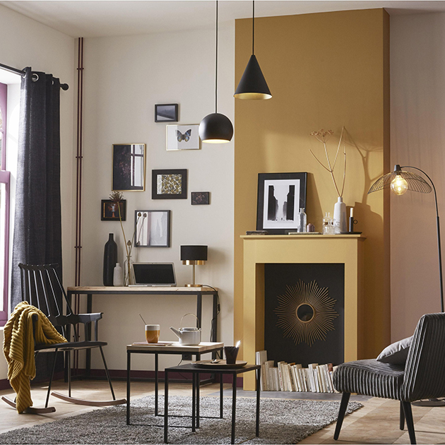 Ocher combined with black on the walls and decoration