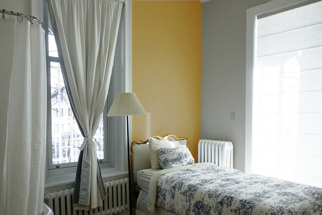 Ocher combined with gray on the walls and decoration