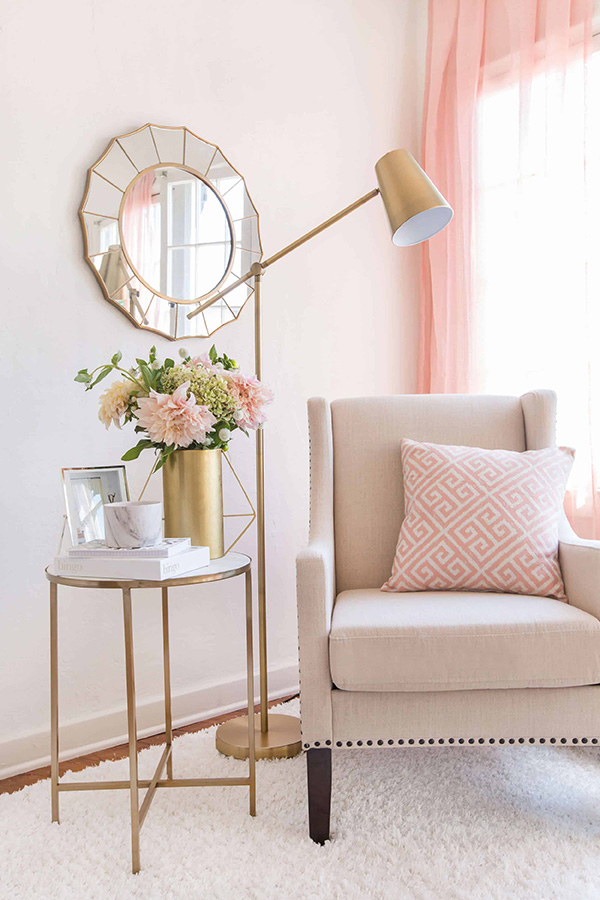 Colors combined with gold and gold: beige