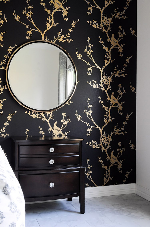 Colors that match gold and gold: Black