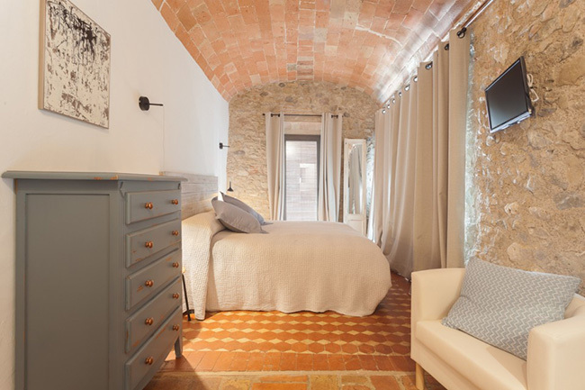 Decorative stone walls for the interior.  30 photos and ideas