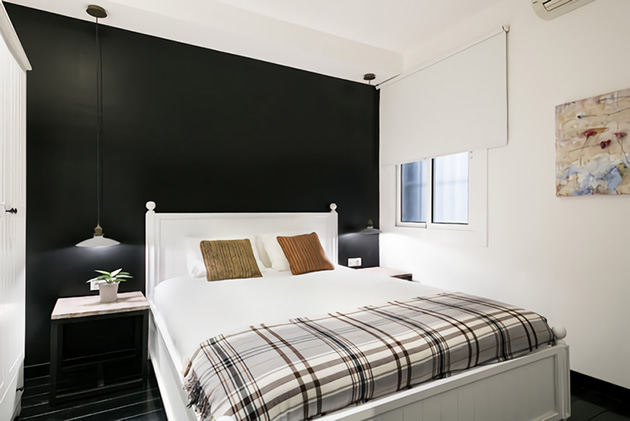 Small room decorated in black and white
