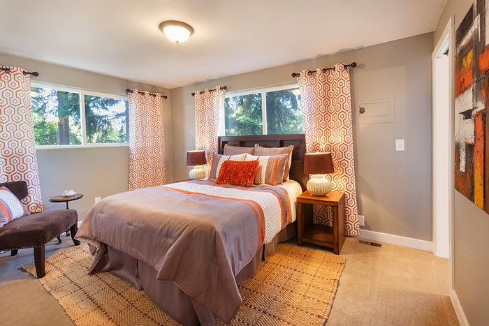 A room that combines gray and orange