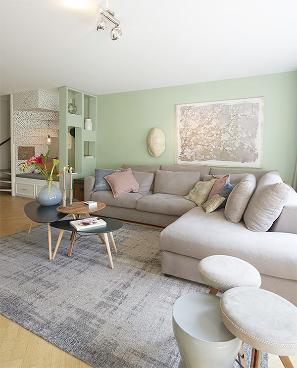 Living room that combines gray and green