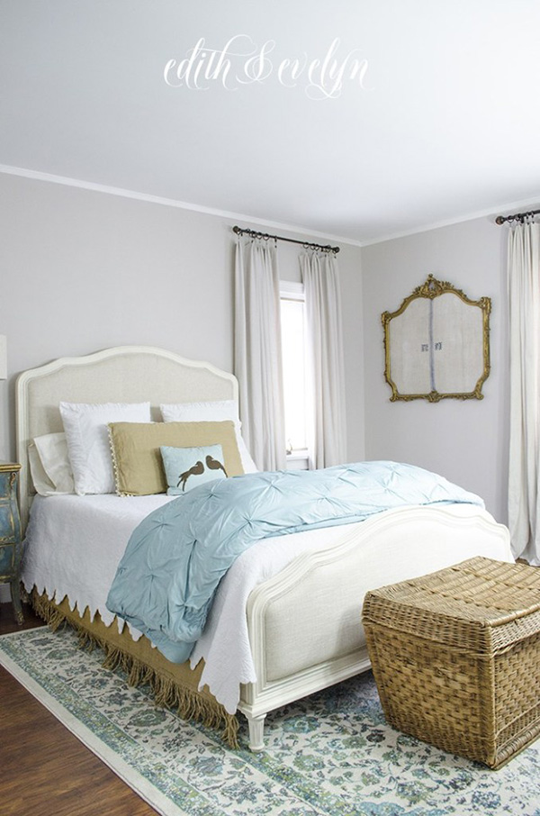Bedroom painted lilac color suitable for Feng Shui