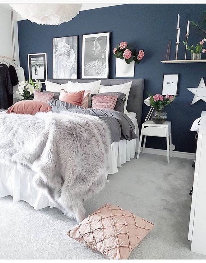 A bedroom that combines navy blue and pink