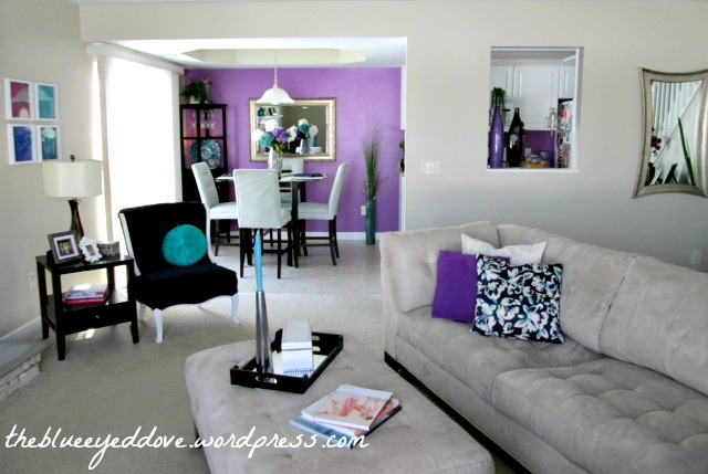Living room that combines purple and gray