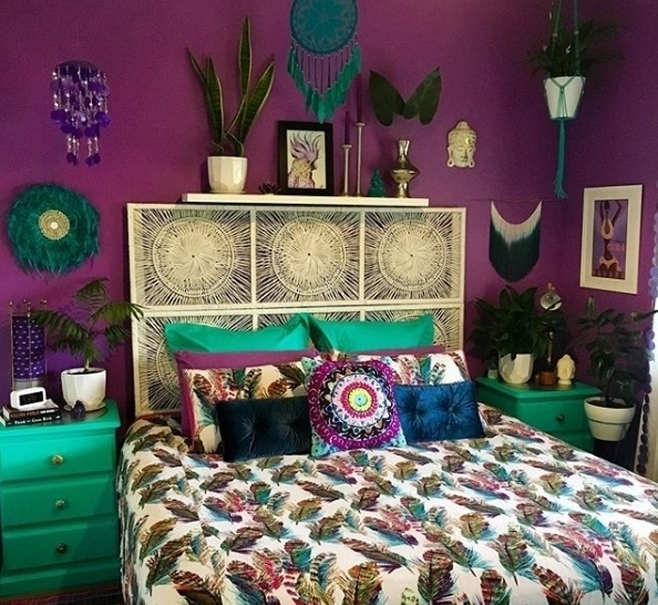 A bedroom that combines purple and green