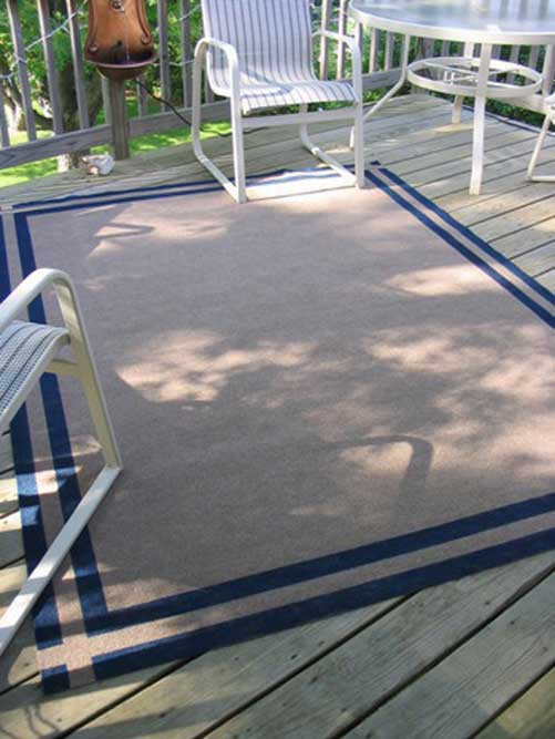 A simple border painted on the carpet to show the new carpet