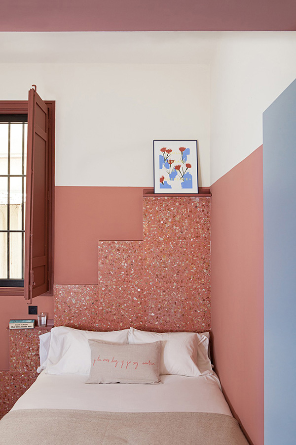 Bedroom in pink combined with blue