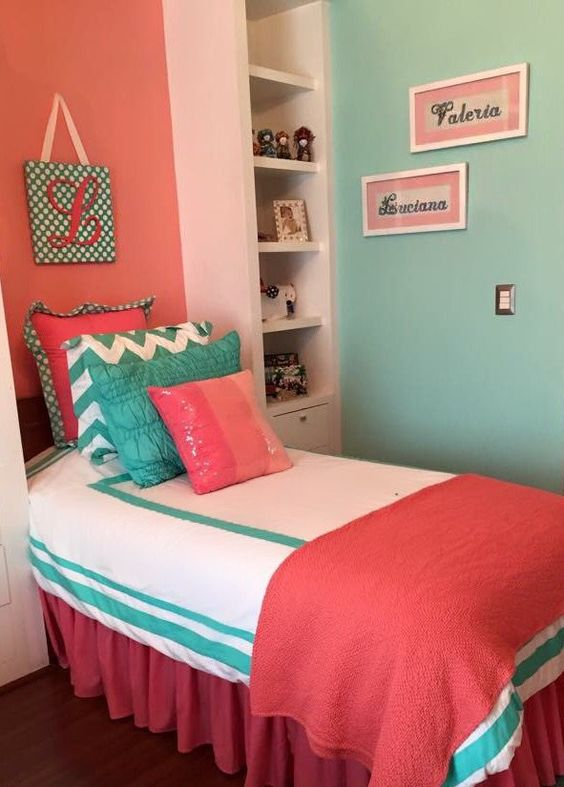 Peppermint green and coral combined in the bedroom