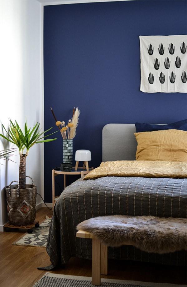 12 colors to combine (and very well) dark blue in the decoration
