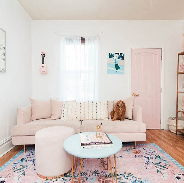 Living room in shades of pink