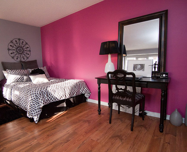 Combine pink and black in the decoration