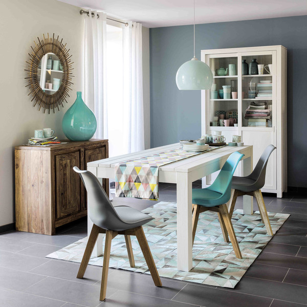 The dining room of the Maisons du Monde is painted gray-blue