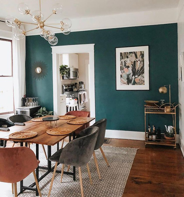 Dining room dyes: Dining room painted dark green
