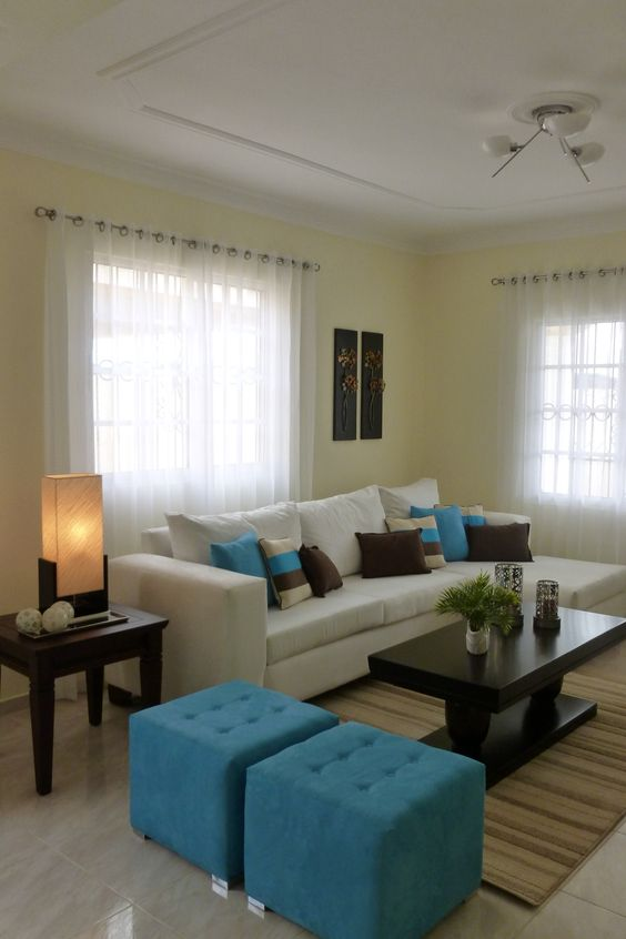 Living room decorated in three colors