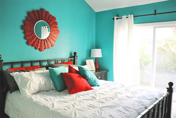 A bedroom that combines blue on the walls with red