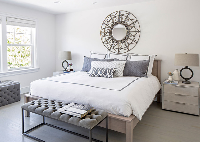 Idea for decorating the wall above the bed: Mirrors