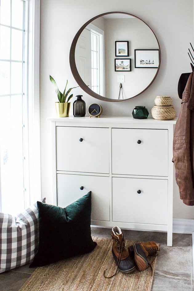 Modern hall, entrance or entrance with Ikea furniture