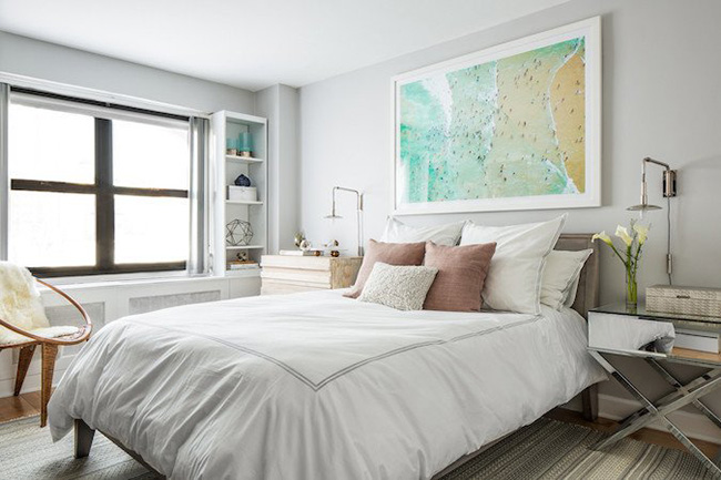 Idea for decorating the wall above the bed: Picture