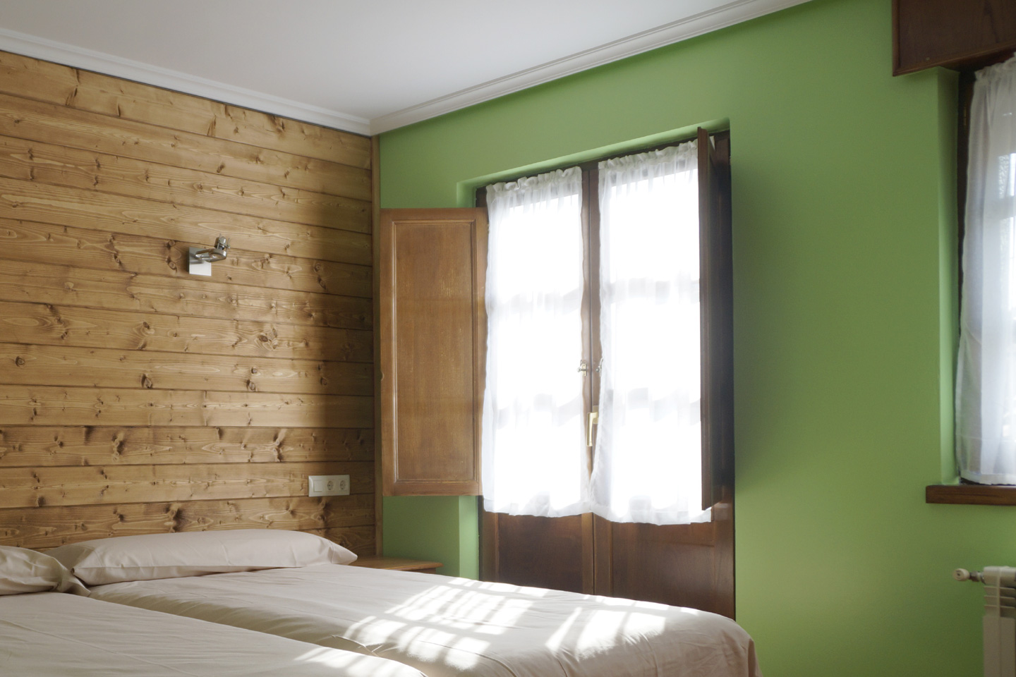 A room that combines green and wood