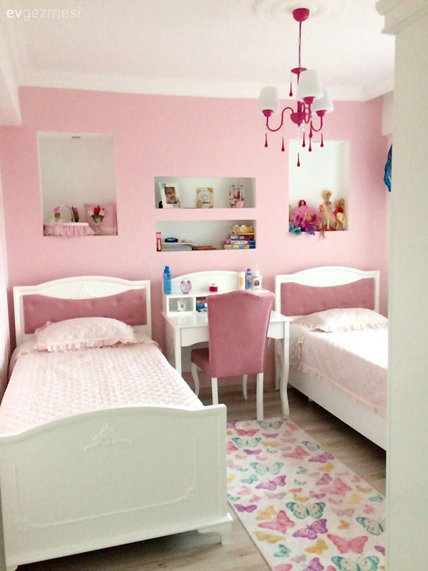 Common room with two beds painted in pink