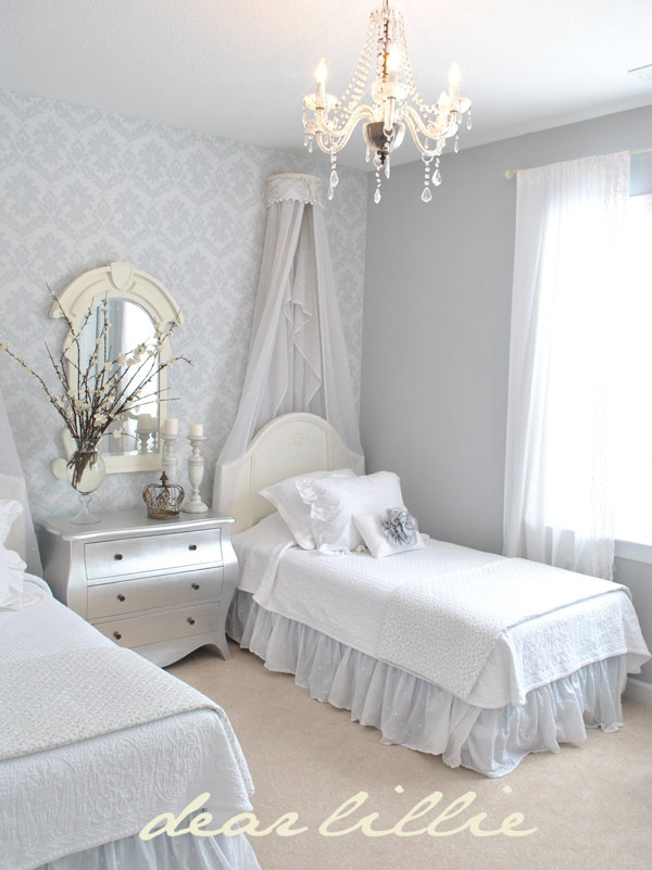 Bedroom with two beds with sky sky and wallpaper on the wall